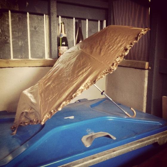 kultainensateenvarjo